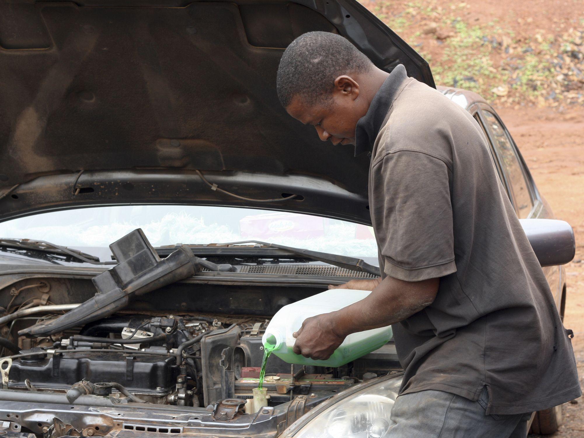 engine coolant leaks symptoms  solutions