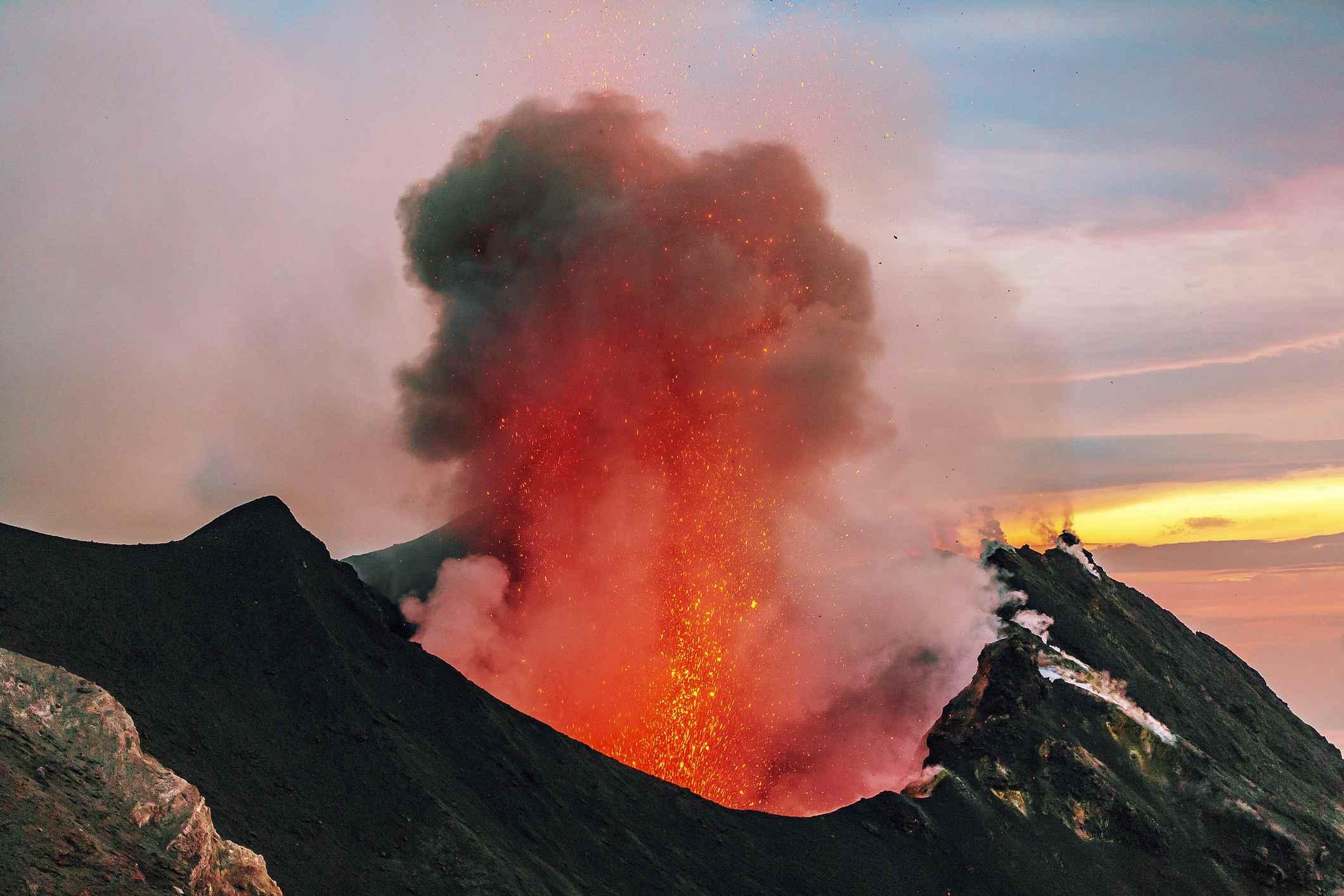 Italy, Aeolian Islands, Stromboli, volcanic eruption, lava bombs