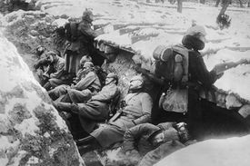 German soldiers in WWI trenches