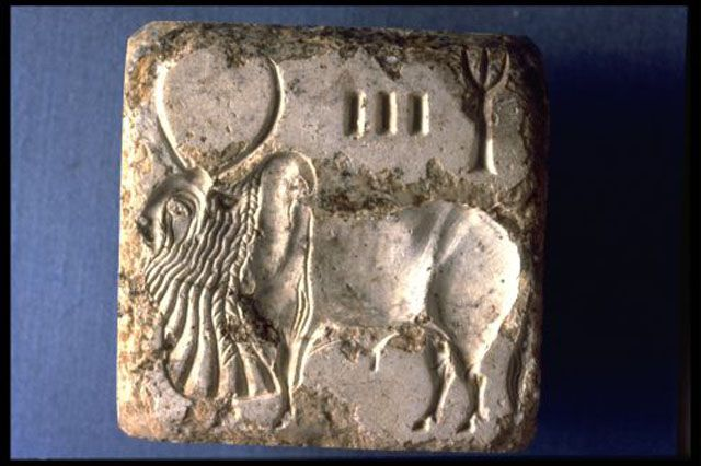 Indus script and animal on square tablet