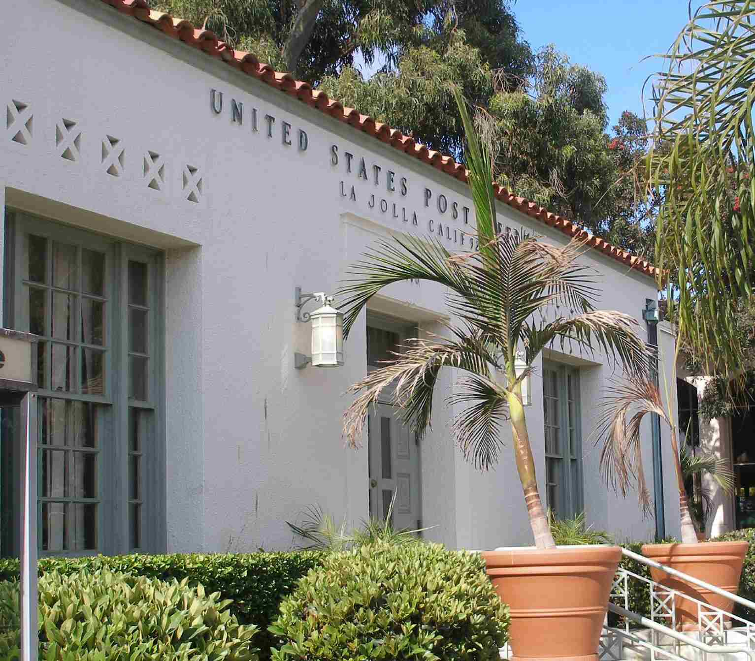 Photo of post office building in La Jolla, California