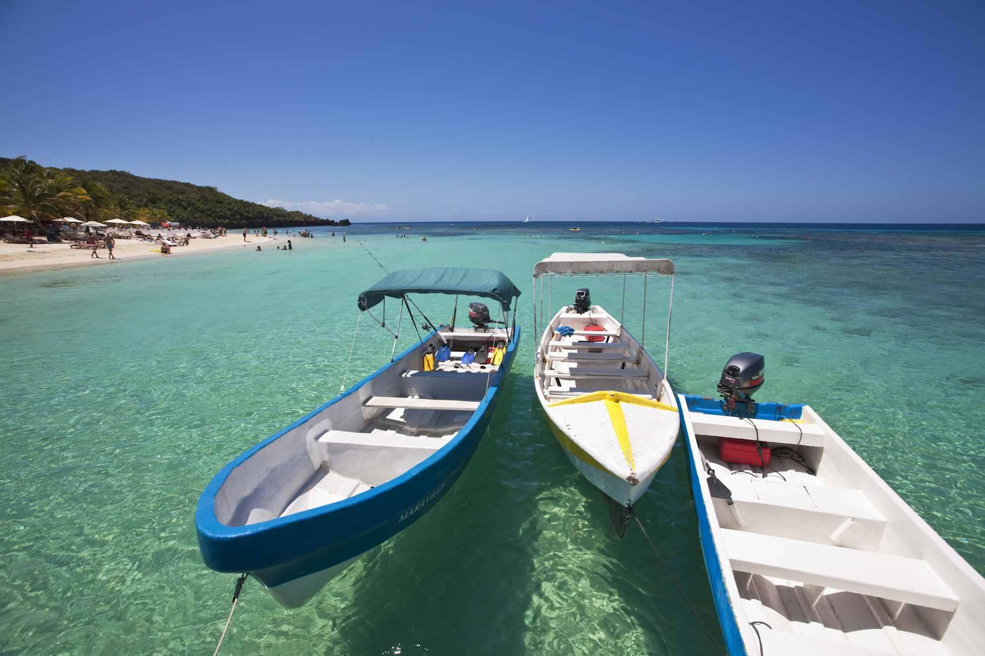 Honduras, Bay Islands, Roatan, West Bay, Boats