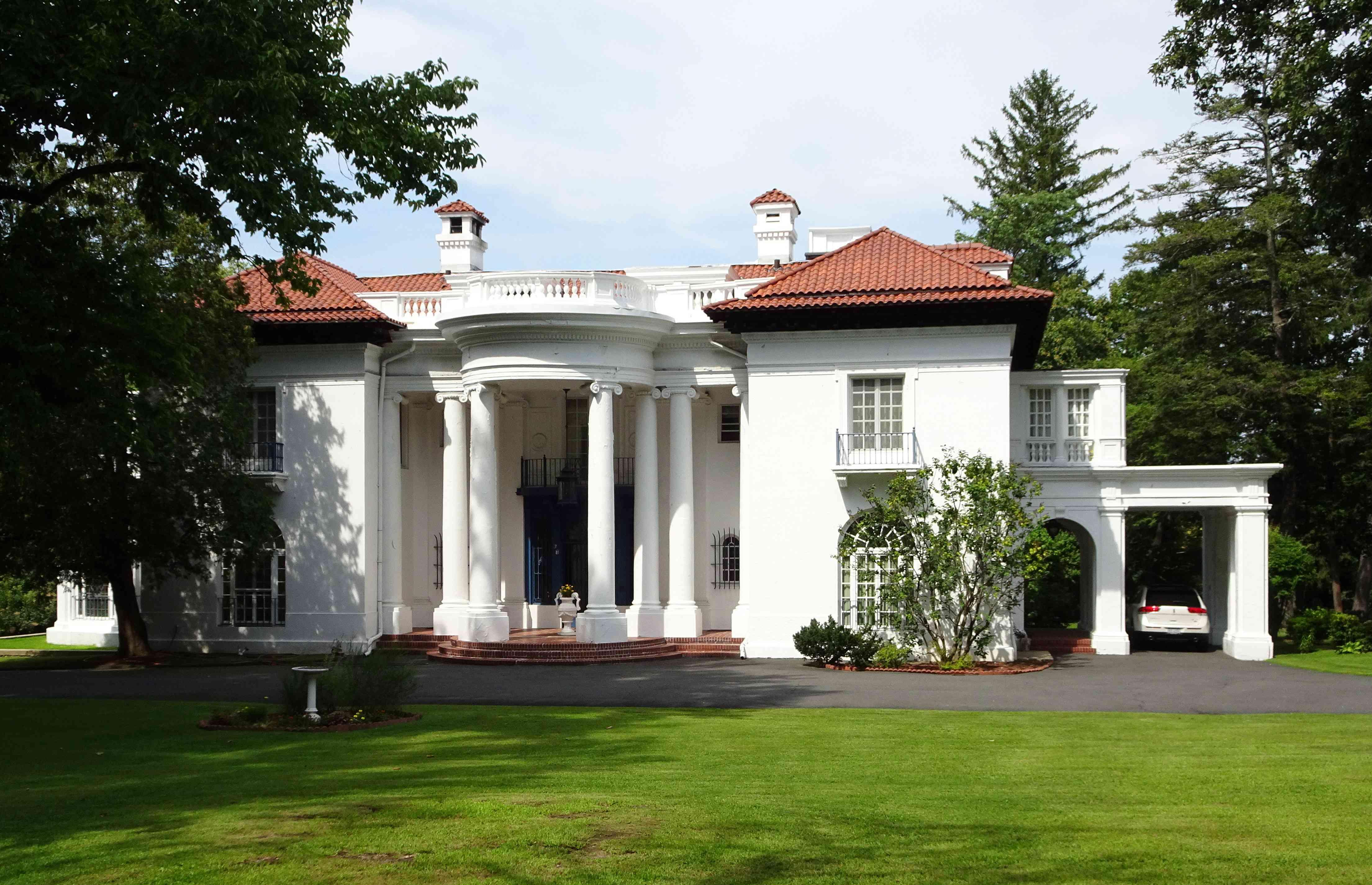 Photograph of Madam C.J. Walker's Villa Lewaro mansion in Irvington, New York, taken in 2016